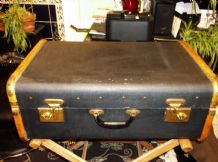 GENUINE VINTAGE LARGE TRUNK SUITCASE BENT WOOD END NAVY PROP ONLY TLC BACK HINGE